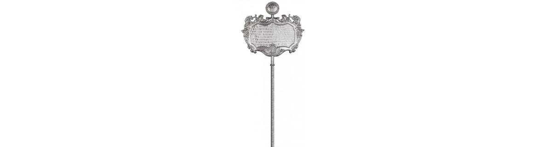 Senatus o estandarte romano S.P.Q.R fabricado  en metal repujado.